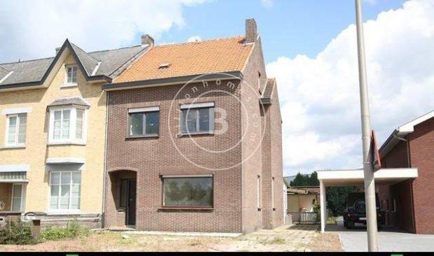 Huis muur woning te koop lanaken belgie for Huizen te koop belgie